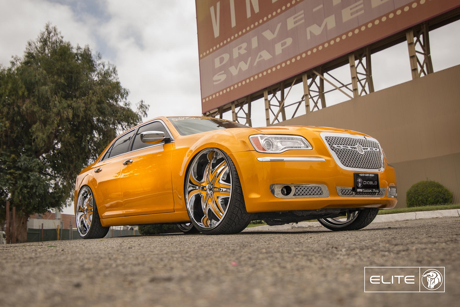 Chrome Diablo Elite Wheels on a Chrysler 300C
