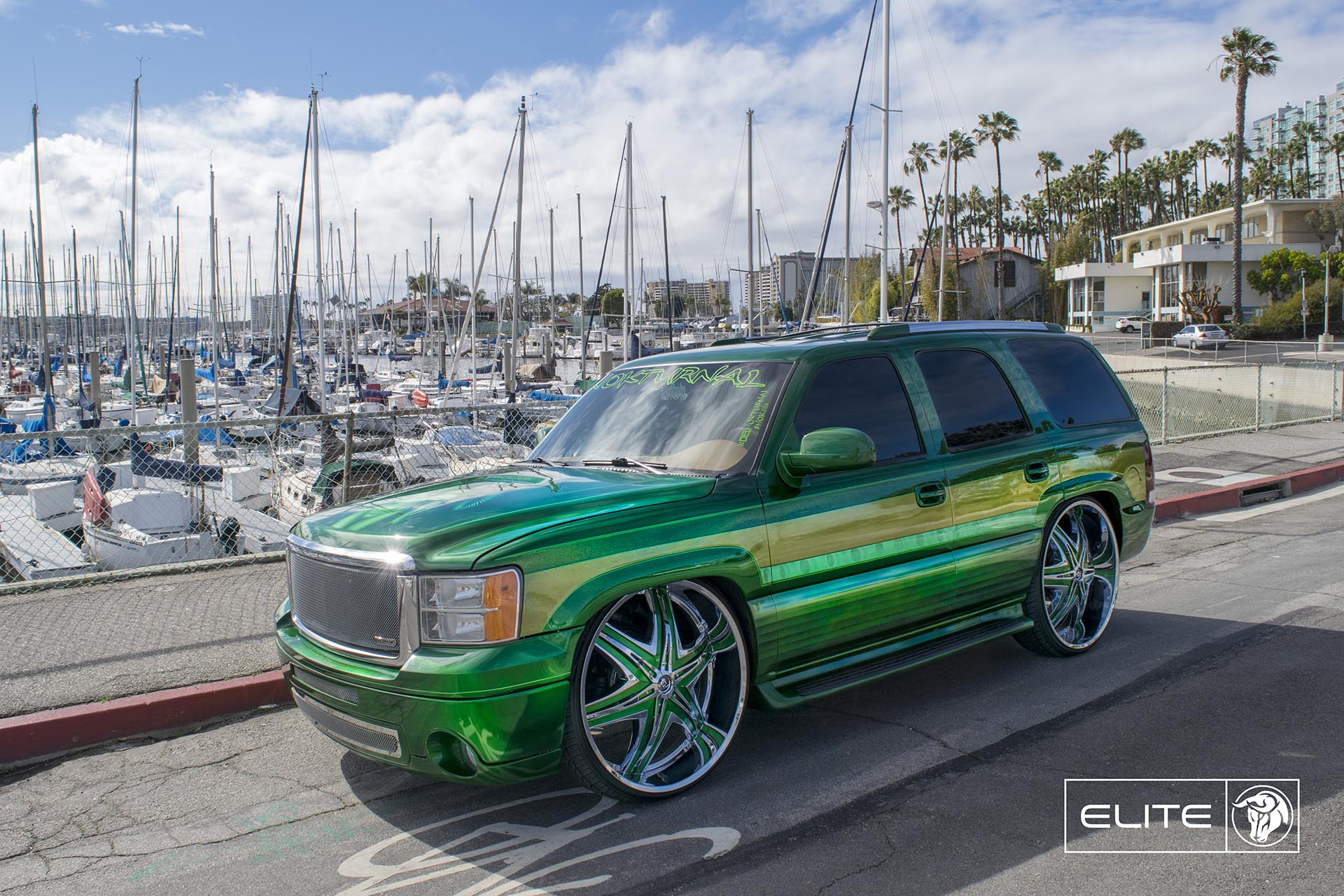 30″ Chrome Diablo Elite Wheels on a GNC Yukon