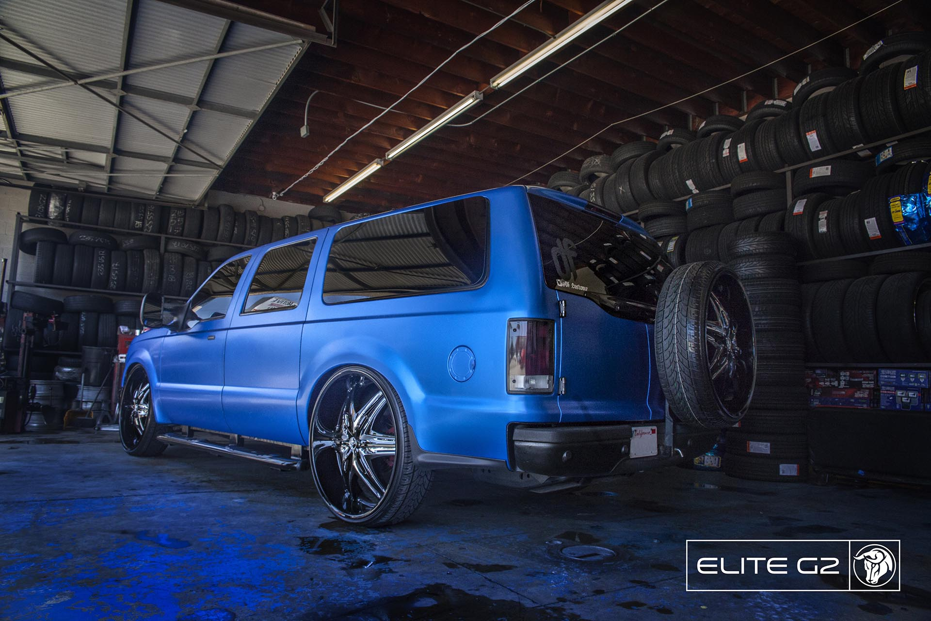 Black Diablo Elite G2 Wheels on a Ford Excursion