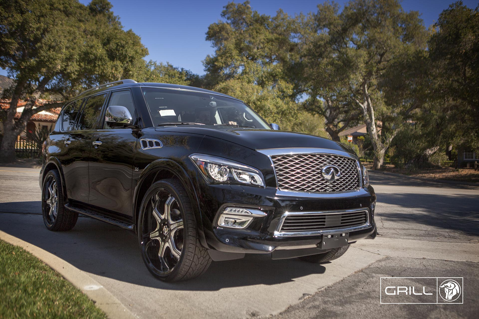 Chrome Diablo Grill Wheels on an Ifinity QX80