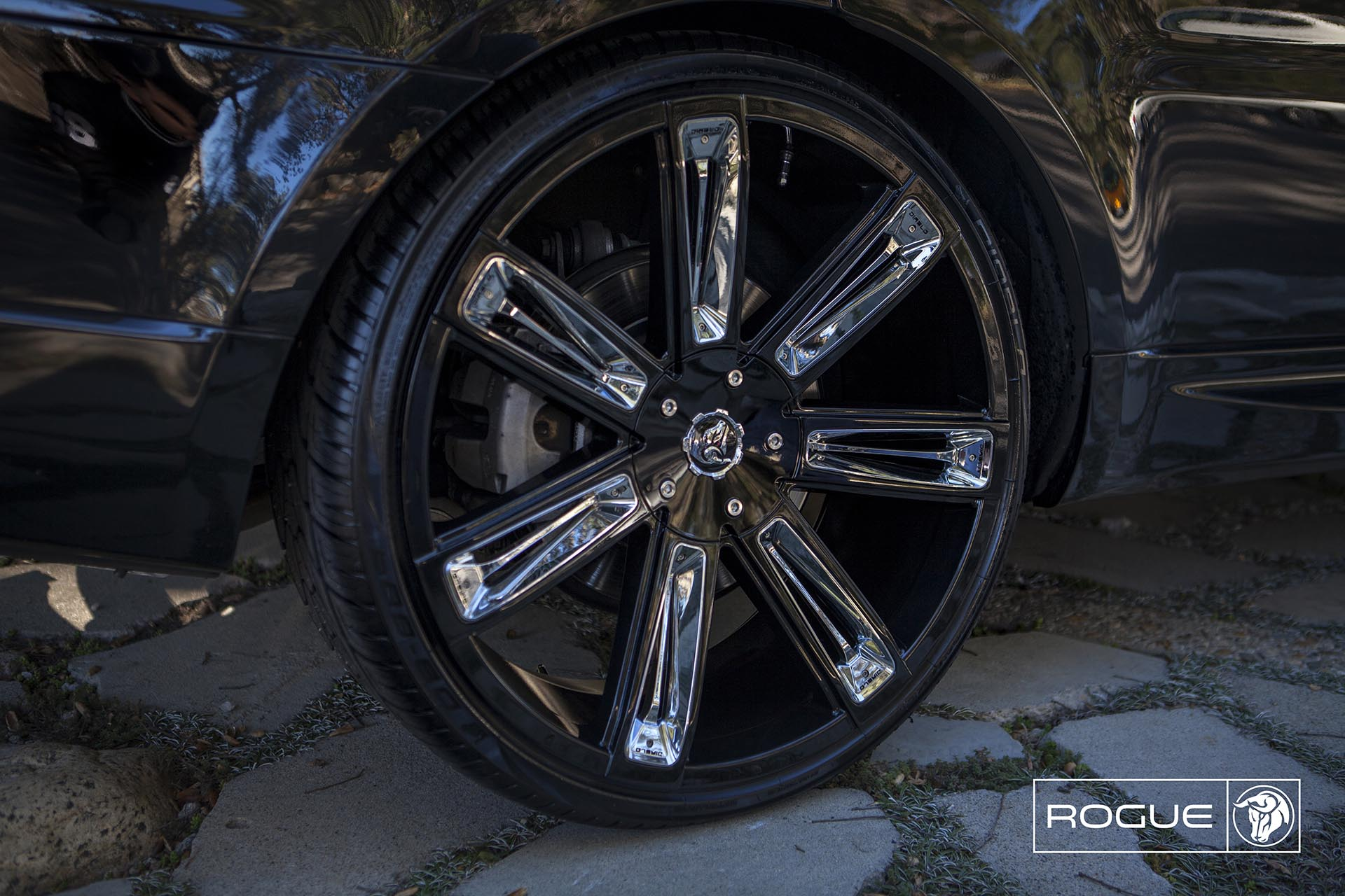 Black Diablo Rogue Wheels on a Land Rover Range Rover